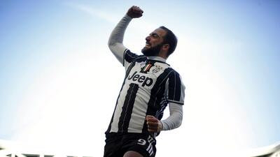 Juventus impone su ley ante el Lazio con goles de Dybala e Higuaín