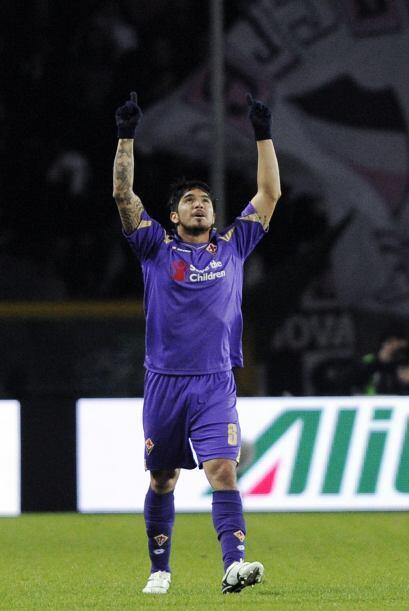 Una vez más el lateral izquierdo, Vargas, le daba una alegría a la Fiore...