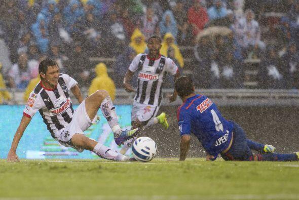 El partido entre Monterrey y Guadalajara quedó pendiente debido a las ma...