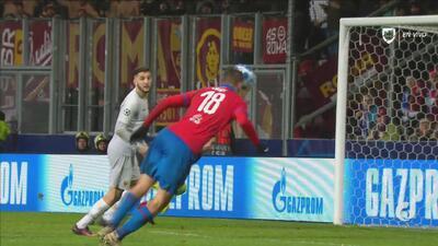 Con un cabezazo, Tomas Chory vuelve a poner en ventaja al Viktoria Plzen