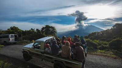 El volcán que llenó de cenizas los centros urbanos de Costa Rica