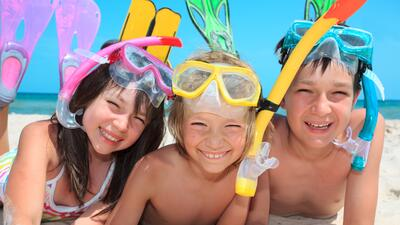 Consejos de seguridad para que los niños disfruten del mar y la piscina