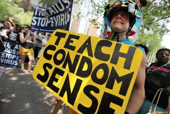 Diversos grupos, como la Comisión Latina sobre el Sida, Bronx Aids Servi...