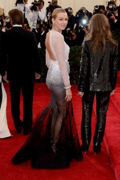 El vestido de  Naomi Watts tampoco no pareció uno de los mejores, la tra...