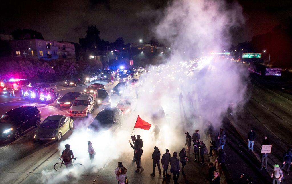 protesta contra nacionalistas blancos