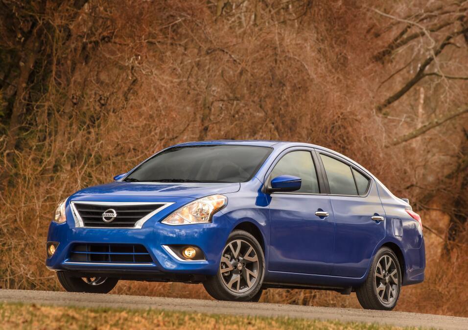 General Motors Venezolana cierra sus operaciones 2016_nissan_versa_sedan...