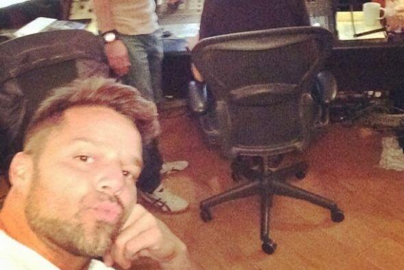 Ricky Martin también es súper 'cute', si no, mira estos lindos besitos q...