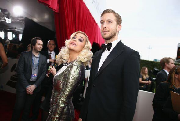 Rita Ora, ¡ya era hora de verte con zapatos! y bien portada. Más videos...
