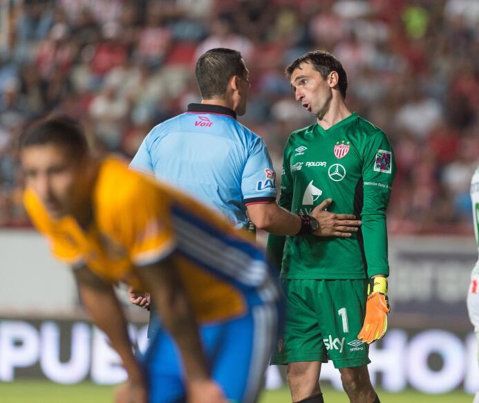 Necaxa y Tigres empatan en emocionante partido Marcelo Barovero de Necax...