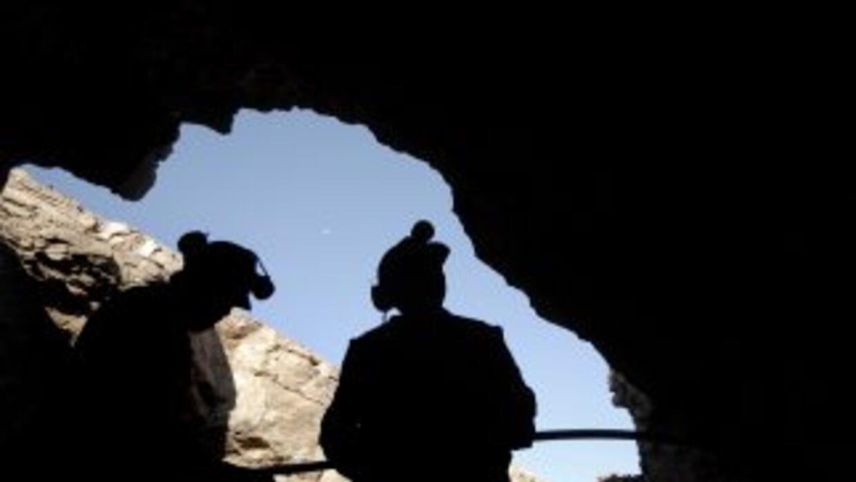 Los dos mineros chilenos fueron rescatados y se encuentran bien en su es...