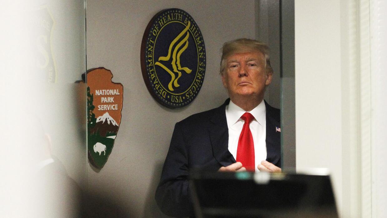 Trump durante una visita el 4 de agosto al FEMA, la agencia federal de m...