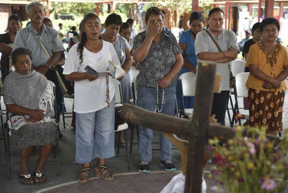 También oraron para hallar con vida a otros 43 jóvenes quienes desaparec...