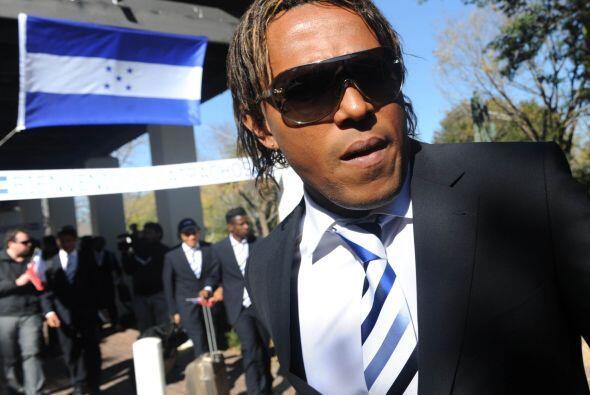 Toda la presencia de Pavón a la llegada a Johannesburgo, el hombre siemp...