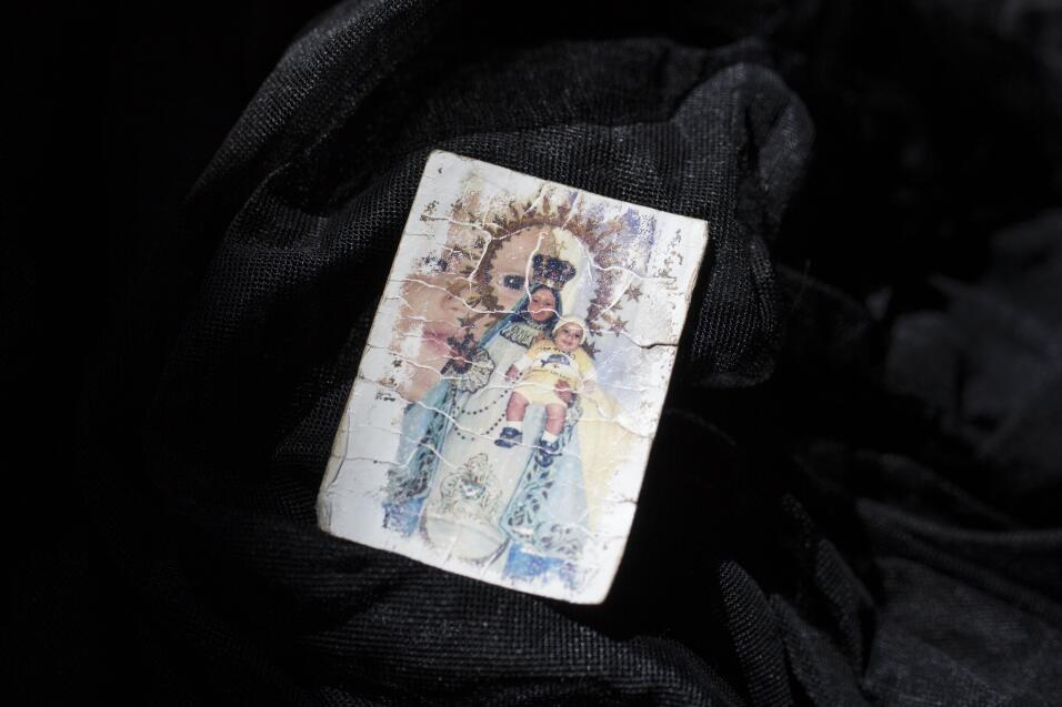 Muchas billeteras fueron olvidadas. No había dinero dentro, solo algunos...