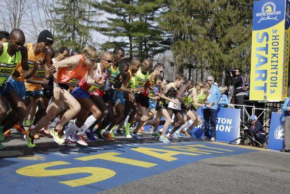 La prueba para los maratonistas profesionales y la primera ola de corred...