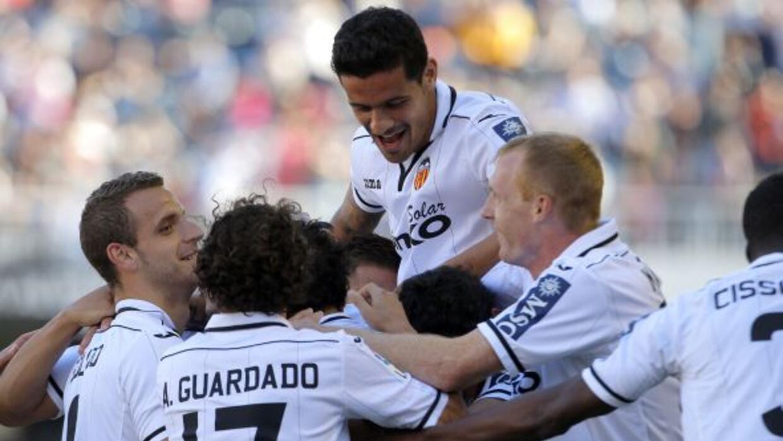 Valencia sueña con el cuarto puesto tras superar 4-0 a Osasuna.