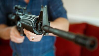 El popular AR-15. Tanto el atacante, Devin Kelley, como el vecino que lo...