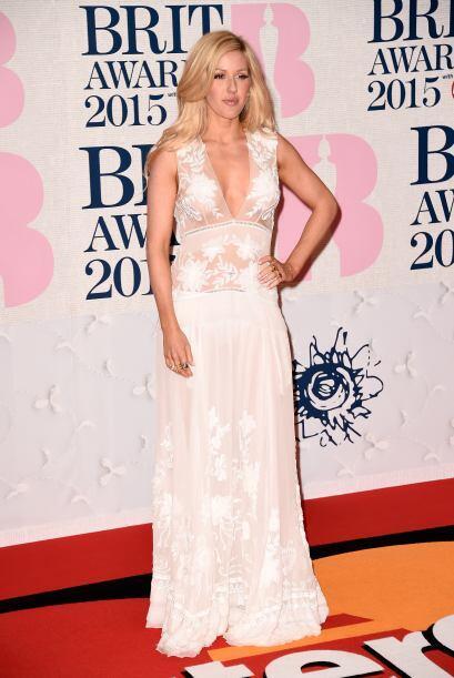 """Ellie Goulding casi logró engañarnos con el """"nude"""" de su vestido. ¡Pulga..."""