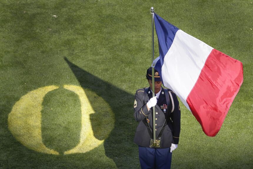 La NFL rindió homenaje a los más de 120 muertos y más de 300 heridos por...