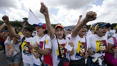 Así fue la marcha que realizaron las mujeres en Caracas para exigir el referendo contra Nicolás Maduro