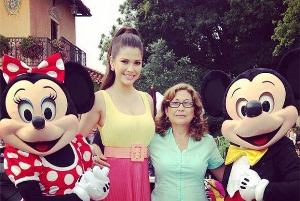 """¡Feliz! Hoy llega mi mamá desde México a pasarse unas semanas conmigo"",..."