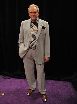 El juez dice ser un fanático de la ropa y cada que puede se compra uno q...