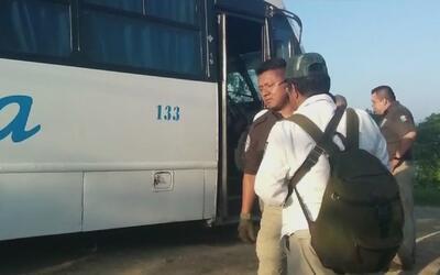 Encuentran a 126 inmigrantes centroamericanos ocultos en un camión en el...