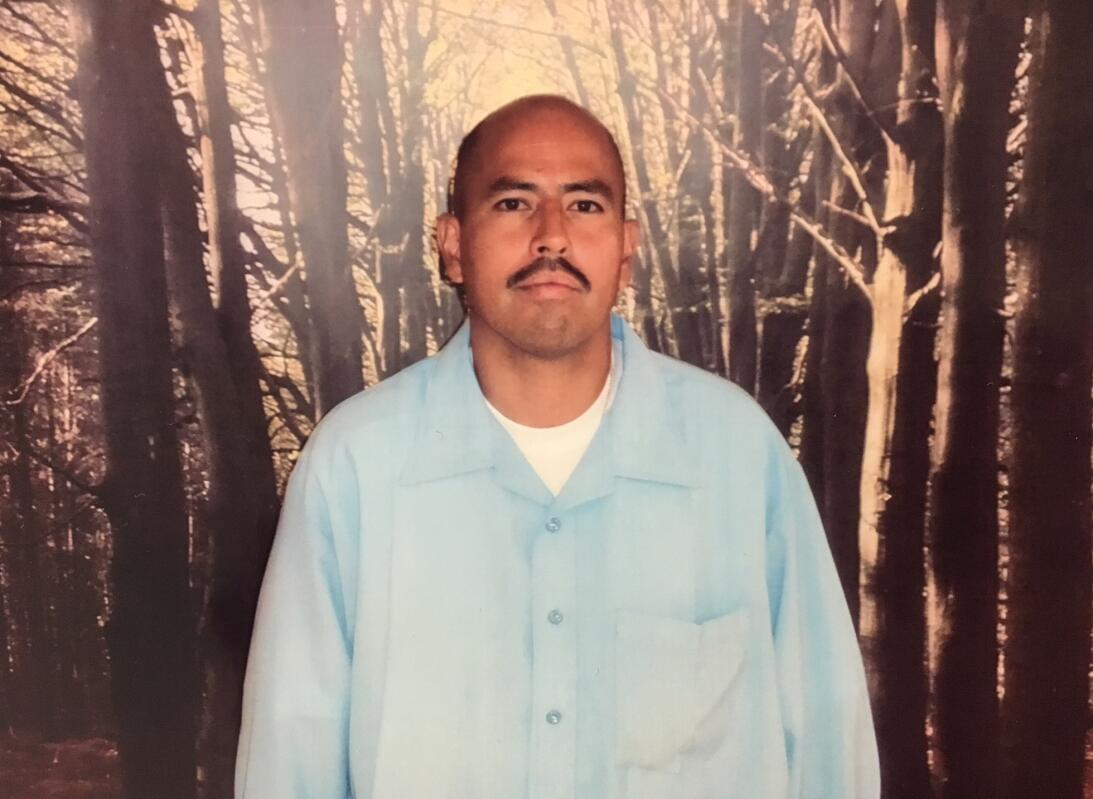 David Díaz posaba en la sala de visitas de la cárcel estatal Pleasant Va...