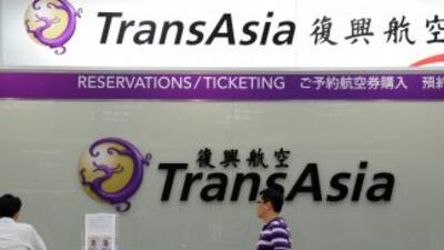 Un avión se estrelló en un intento de aterrizaje fallido en Taiwán. El t...