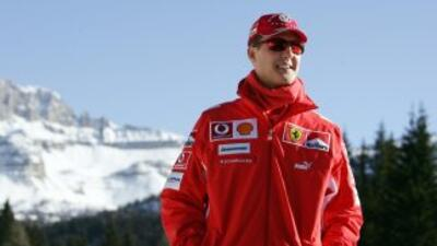 Según el último parte médico,Schumacher permanece en coma inducido y des...