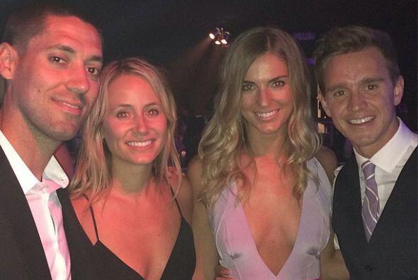 Clint Dempsey subió una foto a su red social junto a Stuart Holden y sus...