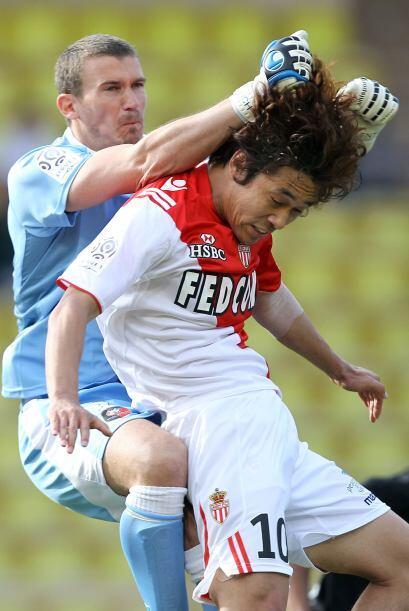 Chu Young Park se llevó una 'caricia' por parte del arquero Nicolas Douc...
