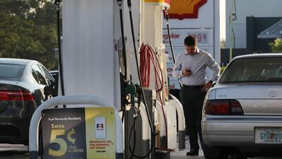 Cómo ahorrar gasolina frente al aumento de los precios en el sur de California