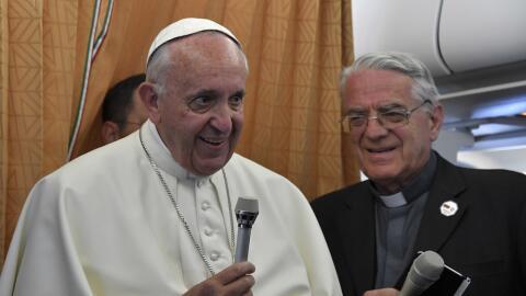 El Papa Francisco declara en el avión