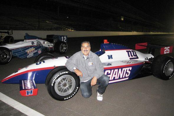 Con el auto de los Giants, campeón del Super Bowl 46.