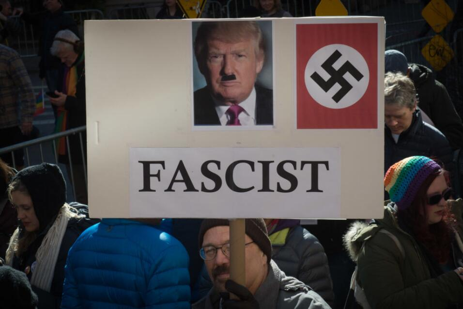"""Gobierno de Trump presiona para rescatar veto migratorio alegando """"riesg..."""