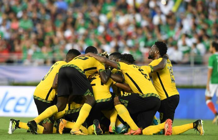 Ridículo nacional: México eliminado de la Copa de Oro GettyImages-821357...