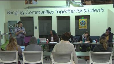 Evalúan la crisis de presupuesto en el Distrito Escolar de Oakland ante un recorte de decenas de millones de dólares