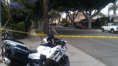 Dos hombres fueron baleados hoy en un incidente que aparantemente no tie...