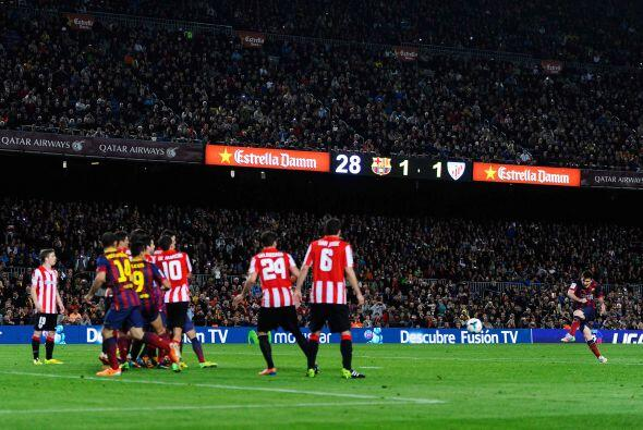 Luego de esa jugada, dos minutos después, tiro libre en favor de Barcelo...