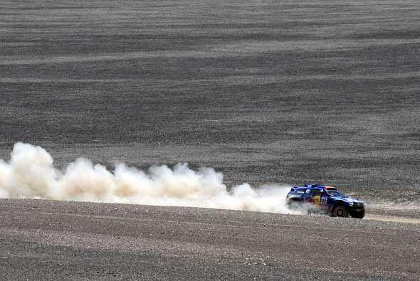 Al-Attiyah de hecho ganó la cuarta etapa acercándose cada vez más a la p...