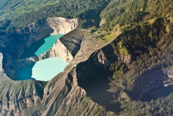 El cráter Kelimutu en la Isla Flores, Indonesia