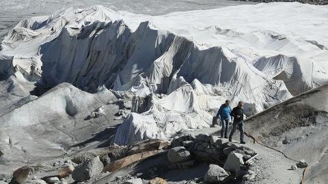 No es nieve lo que cubre a estos glaciares, es tela.