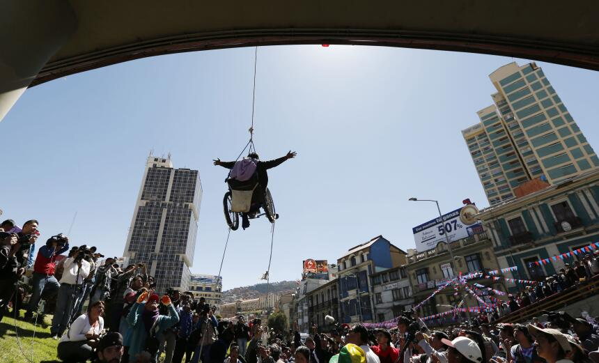La tortuosa protesta de los discapacitados en Bolivia APTOPIX%20Bolivia%...