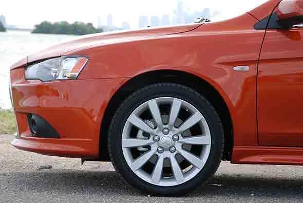 Incluye tracción en las cuatro ruedas y un Diferencial Central Activo qu...