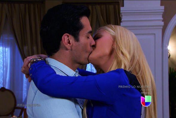Ya te diremos por qué. Mientras tanto, disfruta de los besos de Chava.