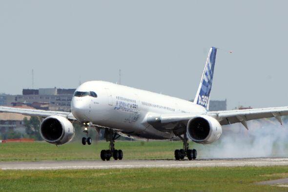 El A350, retrasado por dos años para permitir a Airbus rediseñar el mode...