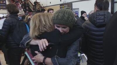 El emotivo reencuentro de una chilena con su madre 36 años después de que la dictadura de Pinochet las separara