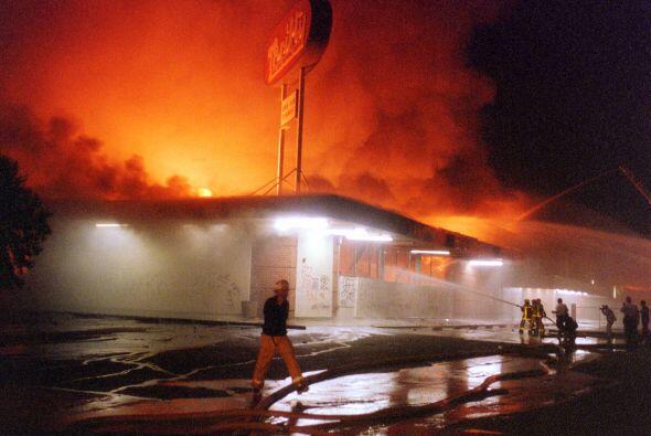 Los Angeles se convirtíó en una gran bola de fuego con incendios en todo...