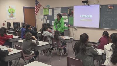 Falta de maestros está llevando a autoridades escolares de Tucson a contratar maestros extranjeros